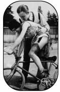 mi abuelo enseñando a montar en bici